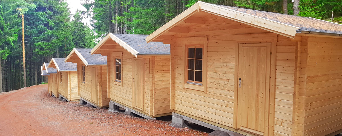Inhabitable Log Cabins in Tourism and as Main Residence